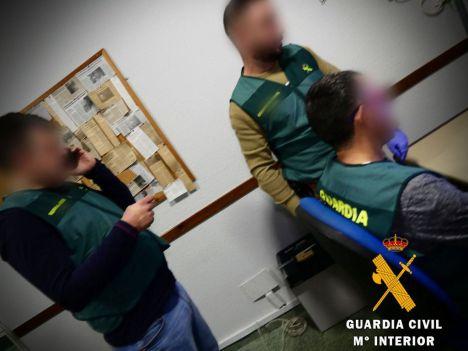 Tres detenidos por robar a una mujer, cortarle un mechón de cabello y abandonarla aturdida