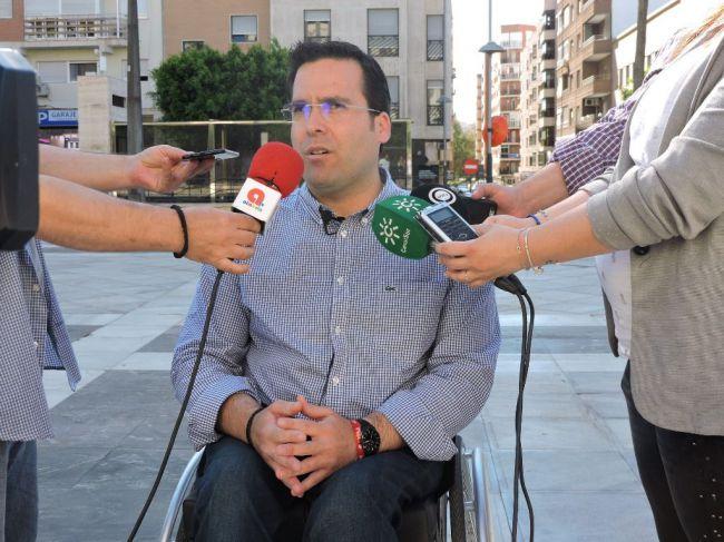 El PSOE denuncia 4 años de retraso en la peatonalización del centro