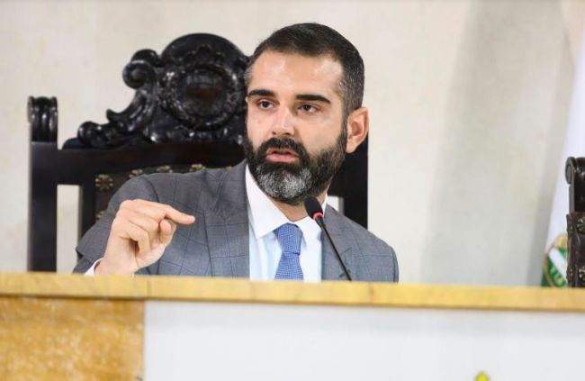 El alcalde lamenta la falta de información del Gobierno sobre los proyectos ferroviarios con Almería