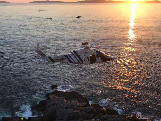 Un helicóptero de Almería rescata a tres pescadores en La Rábita
