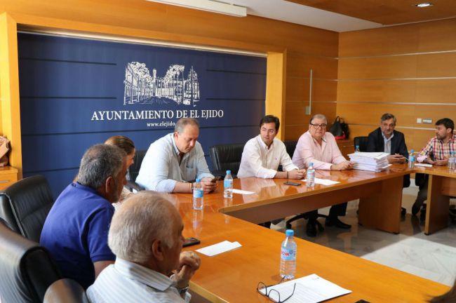 El alcalde de El Ejido reclama rebajas fiscales para los agricultores