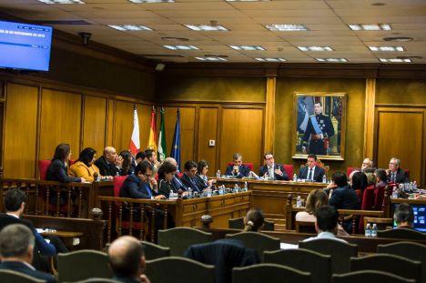 Vox se queda solo en Diputación en sus planteamientos sobre el 8M