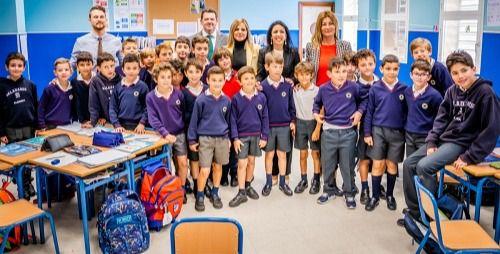 La presidenta del Parlamento Andaluz habla del 28F en el colegio Altaduna