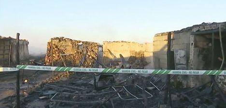 Dos hombres heridos graves en un incendio en una chabola en Níjar
