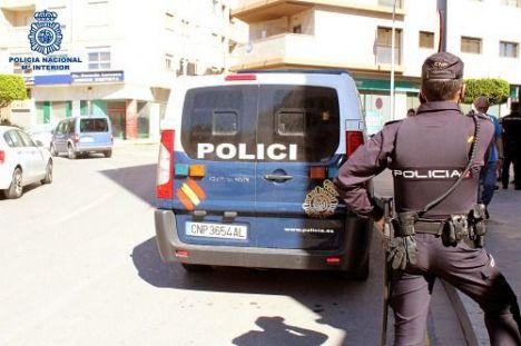Un ciclista huye de la Policía Nacional y acaba detenido por atentado a la autoridad
