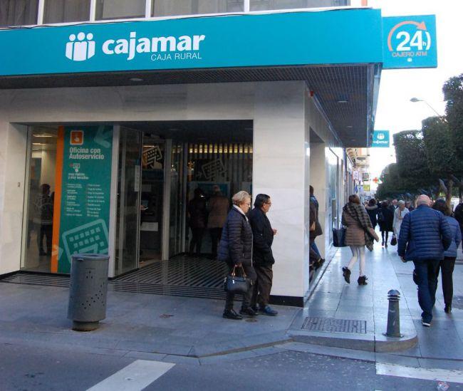 Cajamar concentra sus servicio en localidades con varias oficinas