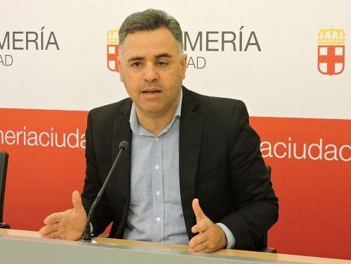 El PSOE critica el retraso en el reparto de material escolar