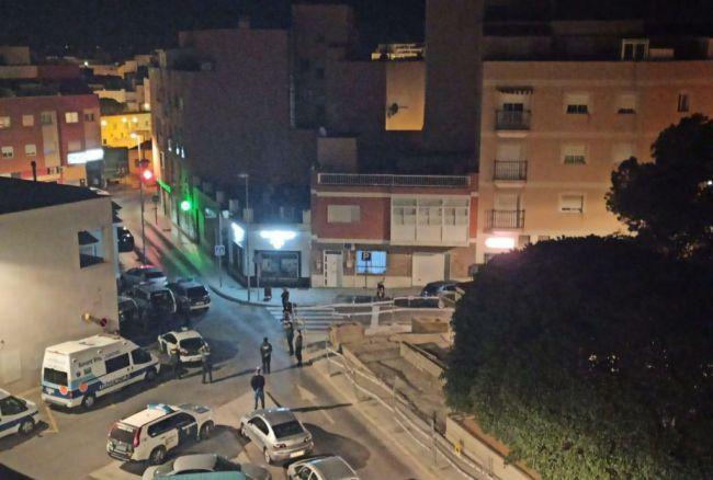 Condenada una pareja de Roquetas por agredir a tres agentes que les pidieron justificar su presencia en la calle