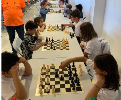 La Escuela de Ajedrez de Roquetas mantiene su actividad 'desde casa'