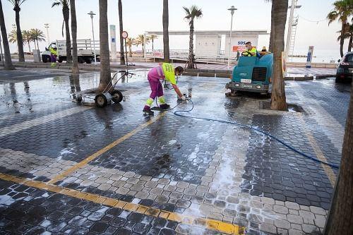 Limpieza intensiva ese domingo en 23 calles de El Zapillo