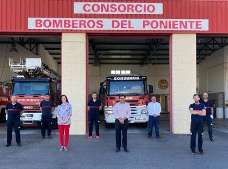 Desalojado un edificio por el incendio en una tienda en La Mojonera