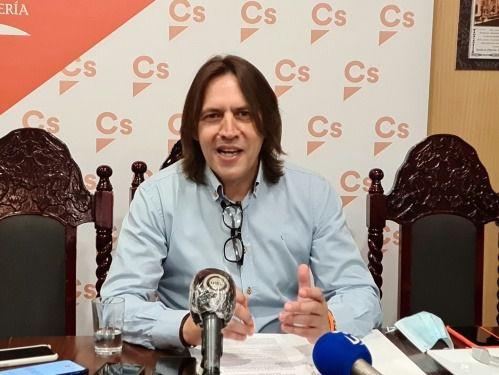 """Burgos (Cs): """"El PFEA contribuye al arraigo de la población almeriense"""""""