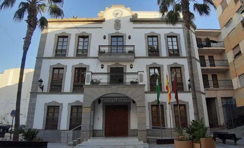 Ayuntamiento de Adra reabre al público