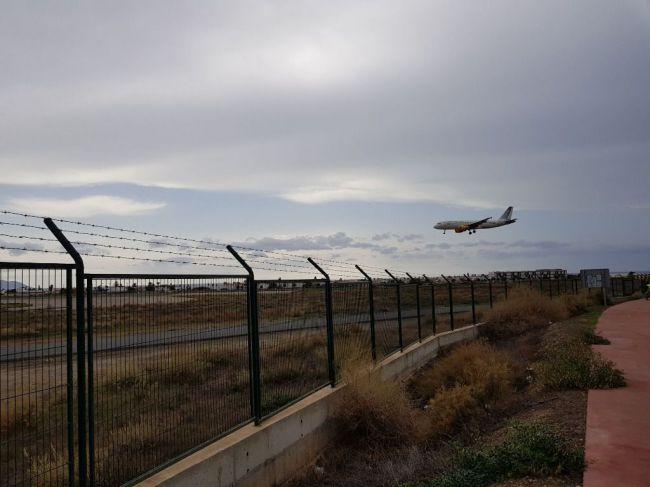 El Aeropuerto de Almería renovará su vallado por 160.000 euros