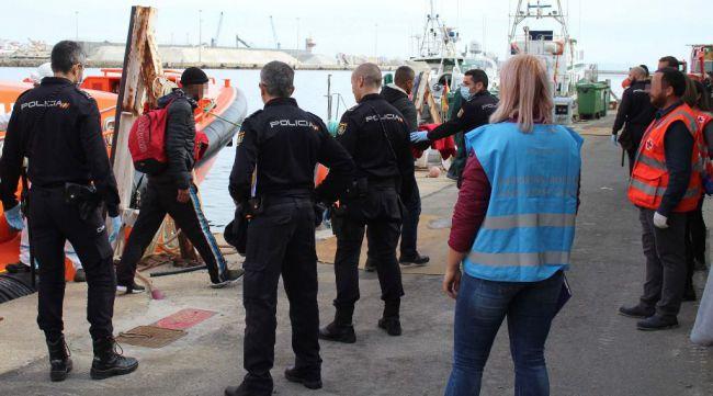 Rescatadas 25 personas en varias pateras en Almería