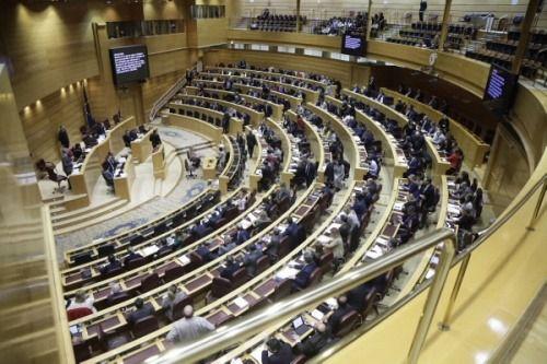 El PP logra que el Senado se oponga a que el Gobierno se quede con el dinero de los ayuntamientos