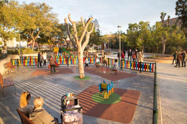 Los vecinos de Piedras Redondas ya disfrutan de un nuevo parque infantil