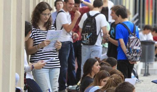 Más de 1.200 estudiantes de Almería buscan trabajo
