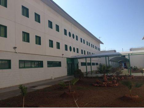 La falta de personal mantiene 200 celdas cerradas en el Acebuche