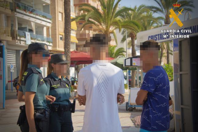 Detenidos 4 de los 9 asaltantes de un menor en Roquetas