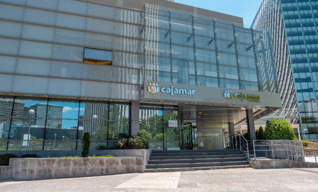 Cajamar reduce su beneficio para reforzar coberturas y provisiones