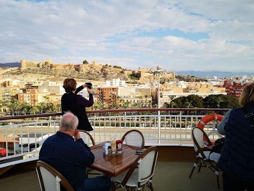 Almería concentra el 9,4% del turismo que llega a Andalucía
