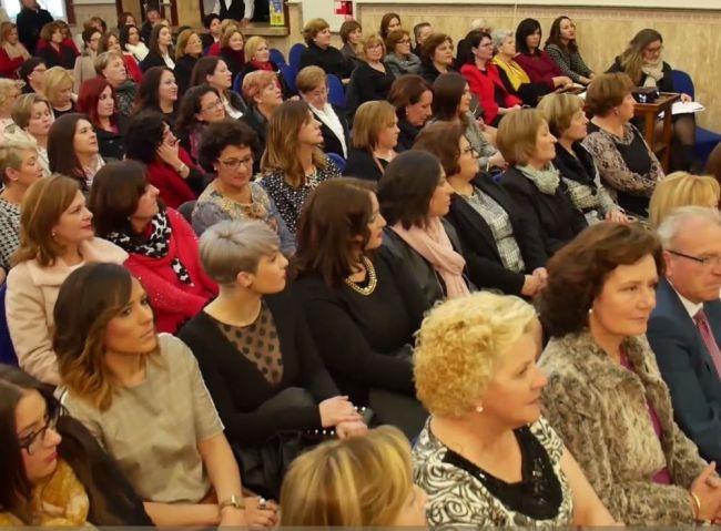 Los Certámenes Literarios De La Mujer en Vícar Mantienen Abierto El Plazo
