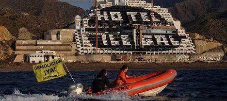 A juicio 28 activistas de Greenpeace por pintar el hotel del Algarrobico