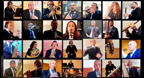 La Banda Municipal pasea por Almería su concierto más institucional