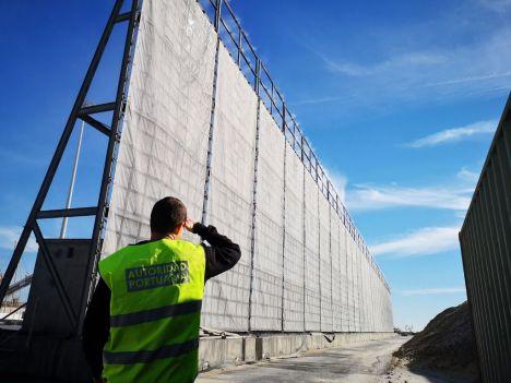La ampliación de las pantallas atrapa-polvo del Puerto de Almería estarán operativas este verano