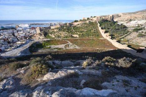 El Ayuntamiento recibe el proyecto para el Parque de la Hoya