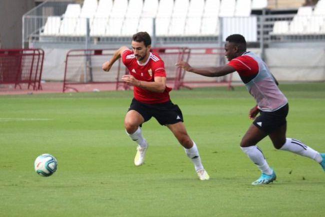 La plantilla reanuda los entrenamientos a la espera del nuevo entrenador