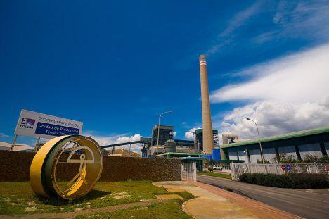 Empleo ofrece a Endesa apoyo para recualificar a los trabajadores de la térmica de Carboneras