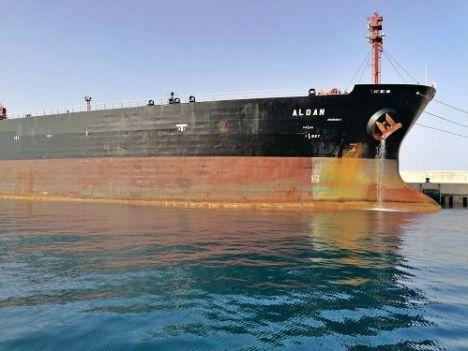 El petrolero Aldan ya ha pagado su multa por contaminar y dejará Almería