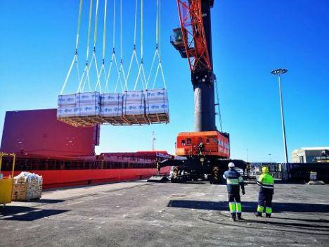 El tráfico de mercancías en los puertos de Carboneras y Almería crece un 129% en mayo