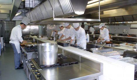 Empleo concede de oficio 210 euros a cerca de 357.000 trabajadores en ERTE