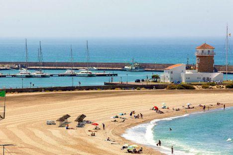 La playa de Poniente de Almerimar acoge la Travesía a Nado