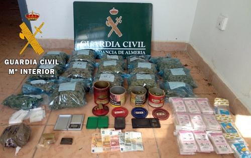 Desmantelan un punto de cultivo y venta de marihuana en Roquetas