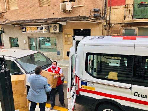 Cruz Roja reparte 110.000 mascarillas en Almería