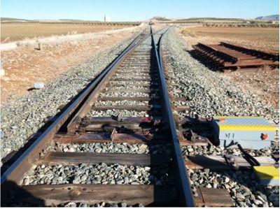 La Junta se compromete a estudiar un tren de cercanías con el Poniente