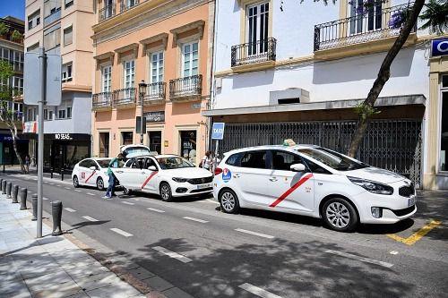 Ayuntamiento y Junta se unen para acabar con los taxis ilegales