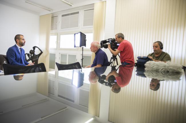 El alcalde defiende el uso racional del agua en Almería en un reportaje para la TV pública alemana