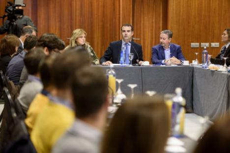 El Ayuntamiento reúne a treinta empresarios para el I Plan Municipal de Empleo
