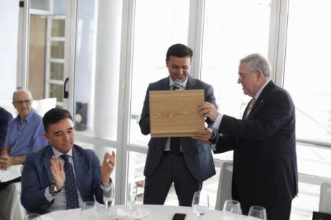 Fernando Brea deja la UNED tras 38 años