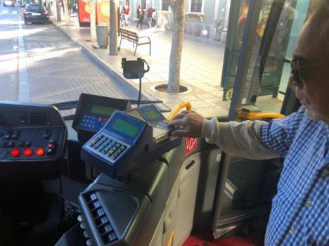 Los transbordos gratuitos en el bus urbano entran en servicio con gran aceptación