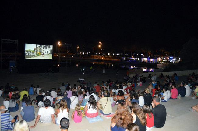 Empresarios de la Plaza del Mar de El Toyo lamentan que la Junta no autorice la programación cultural