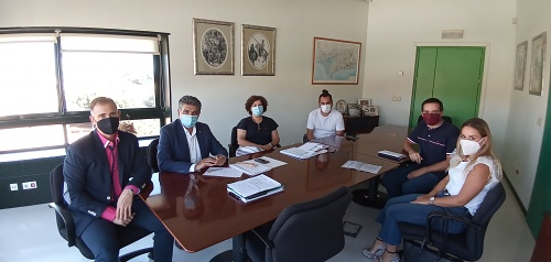Cazorla pide al alcalde agilizar la cesión del terreno en El Toyo para un nuevo colegio