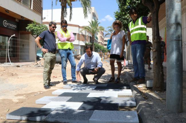 Colocados los sistemas de canalización en la calle Iglesia de El Ejido