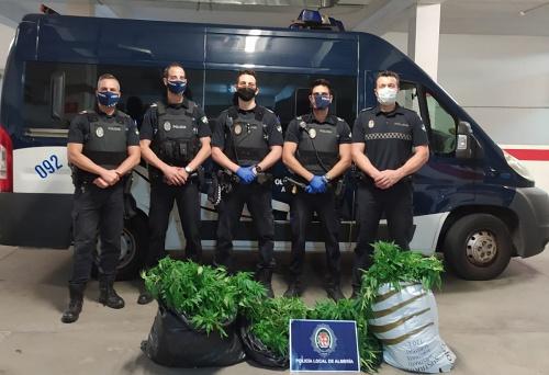 Policía Local interviene 350 plantas de marihuana en un piso de Pescadería tras declararse un incendio