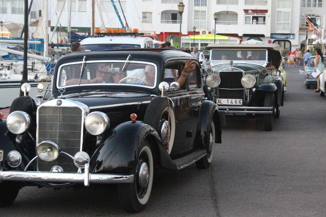Los coches clásicos y antiguos tomarán mañana las calles y dársenas del Puerto de Almerimar para deleite de turistas y residentes
